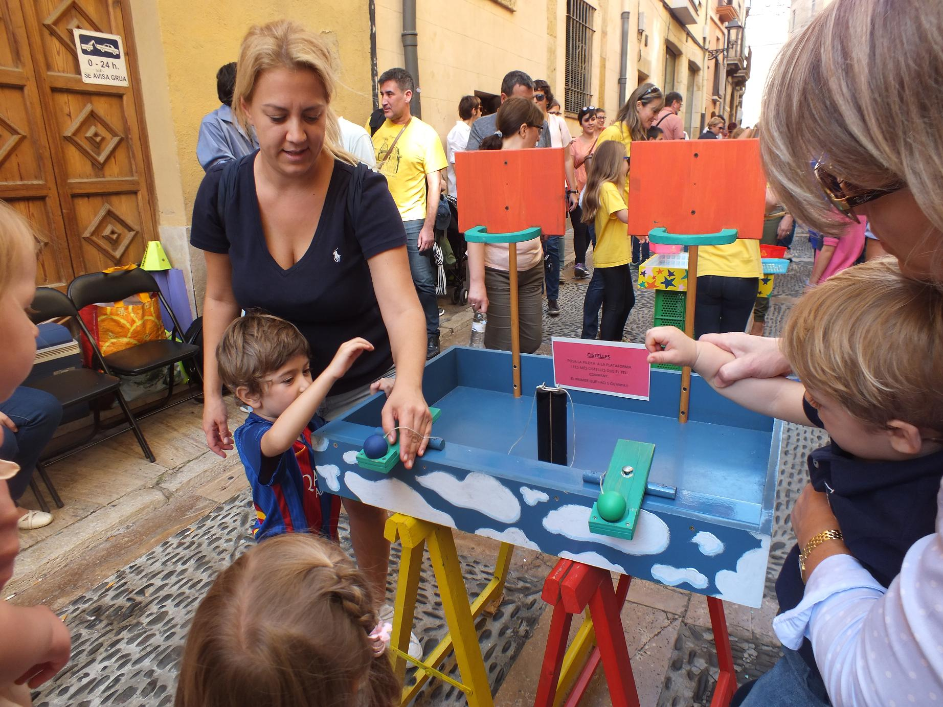 Tarragona_children street games1