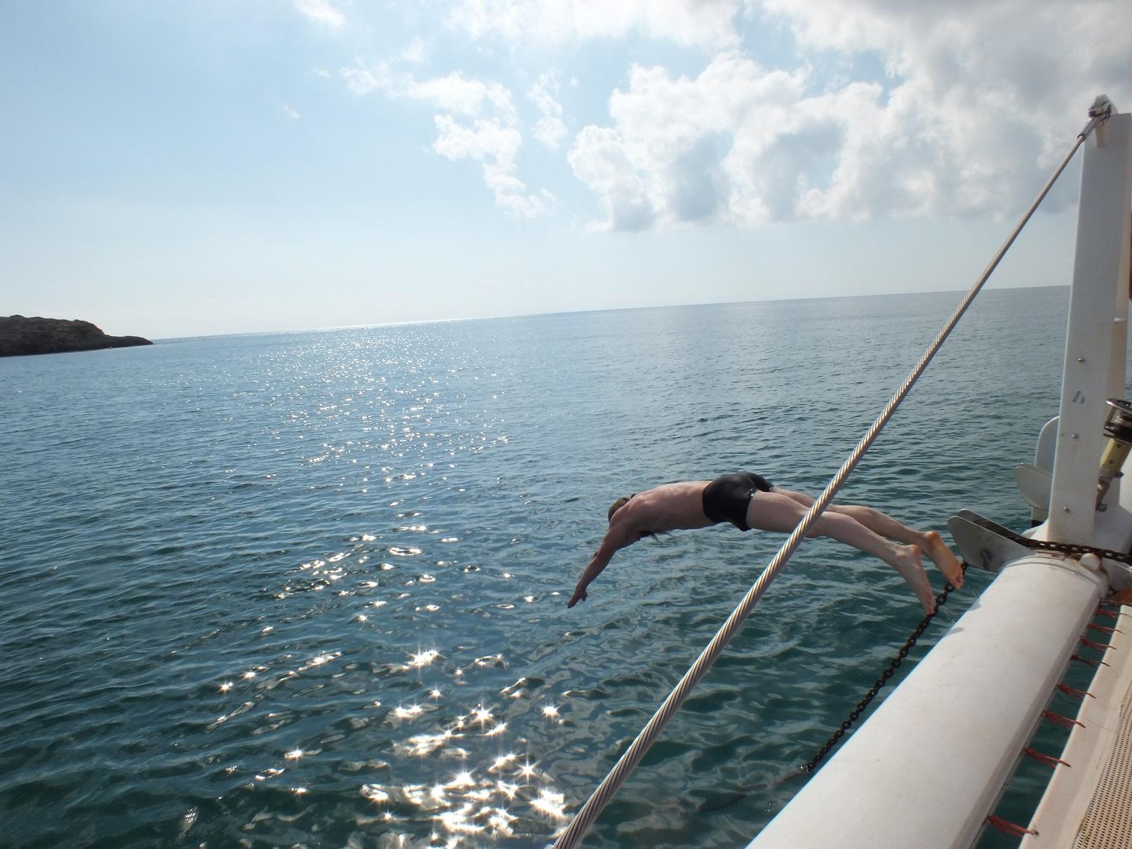 Cambrils catamaran diving2
