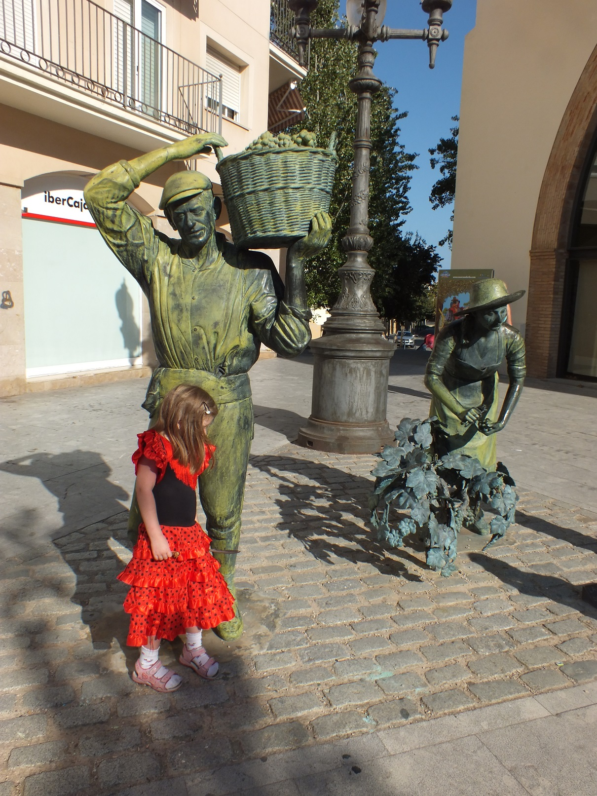 Cambrils monument to winemaker