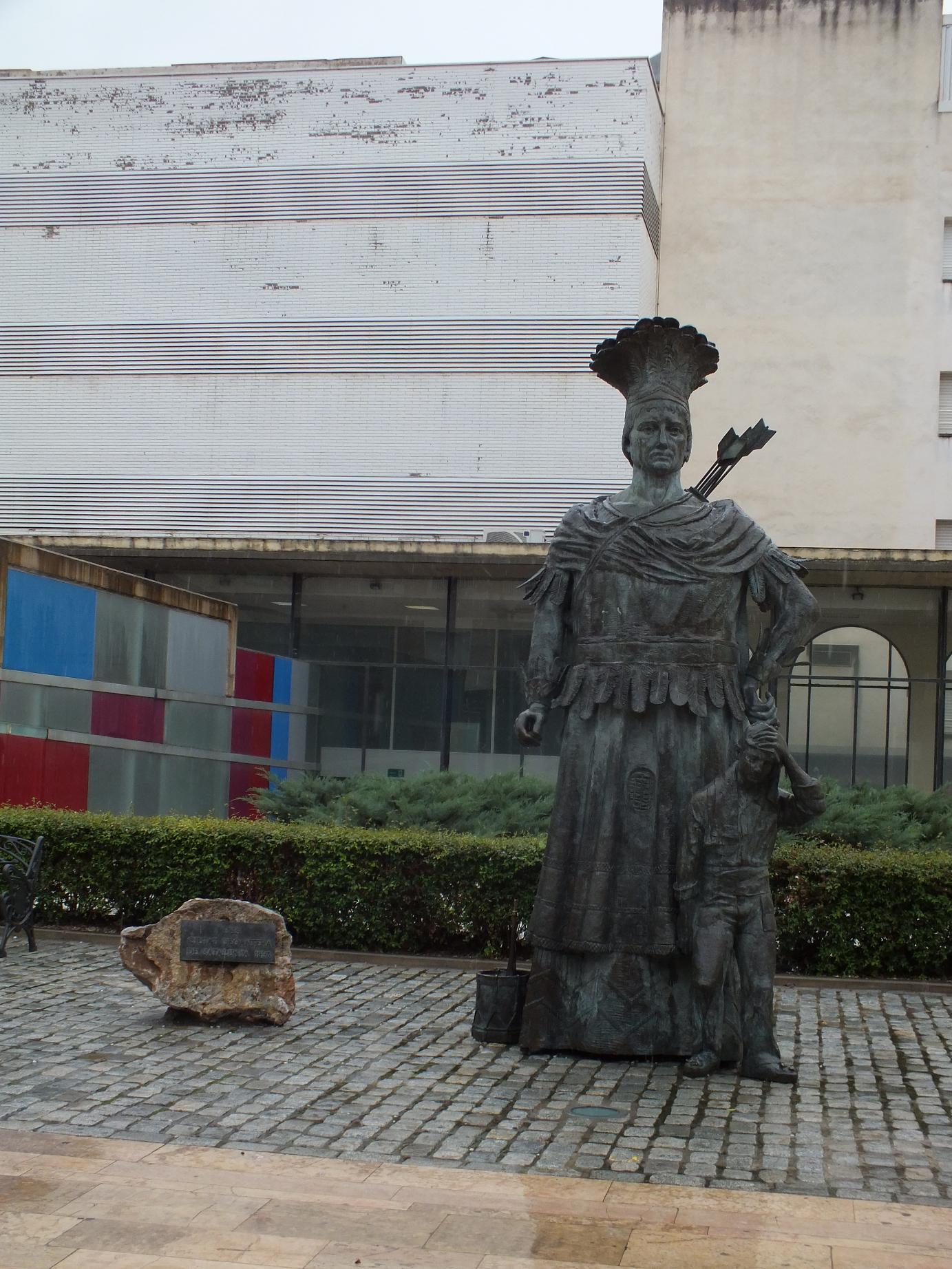 Reus statue