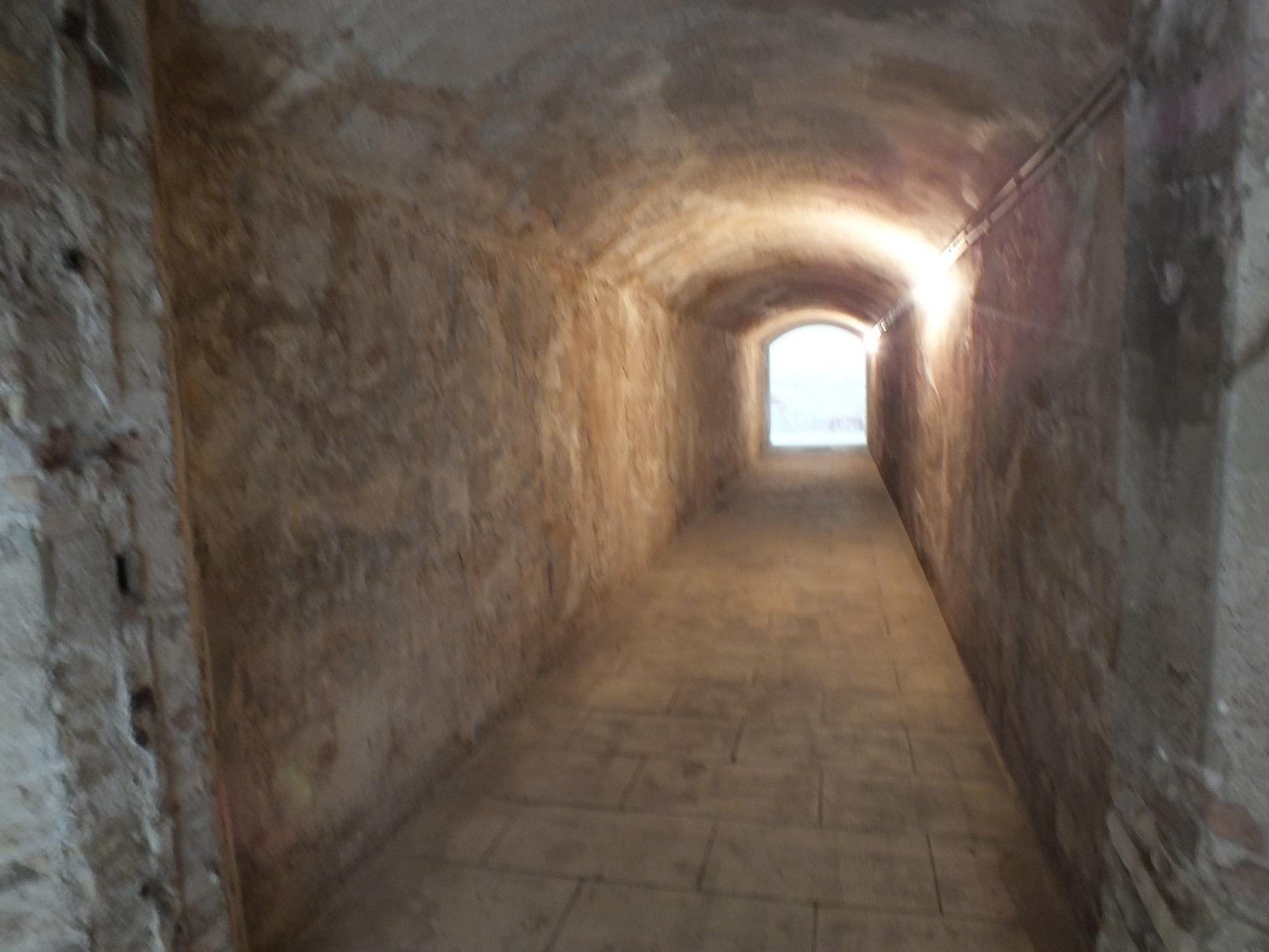 Tarragona necropolis crypt tunnel