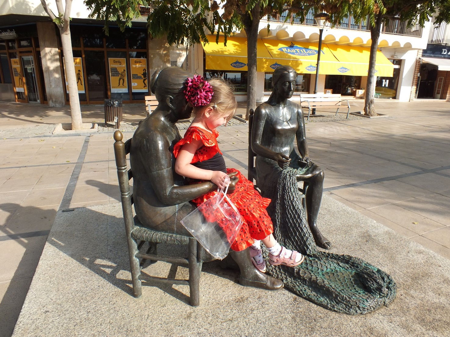Cambrils monument to fishers wives
