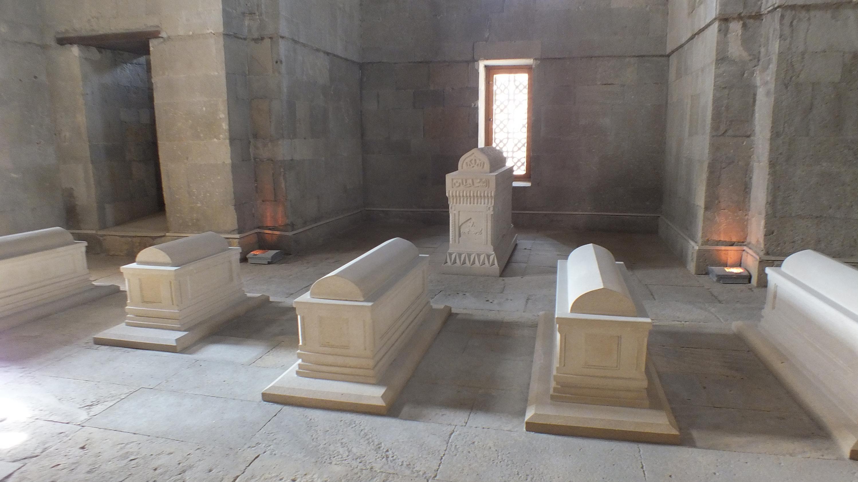 Мавзолей во дворце ШирванШахов