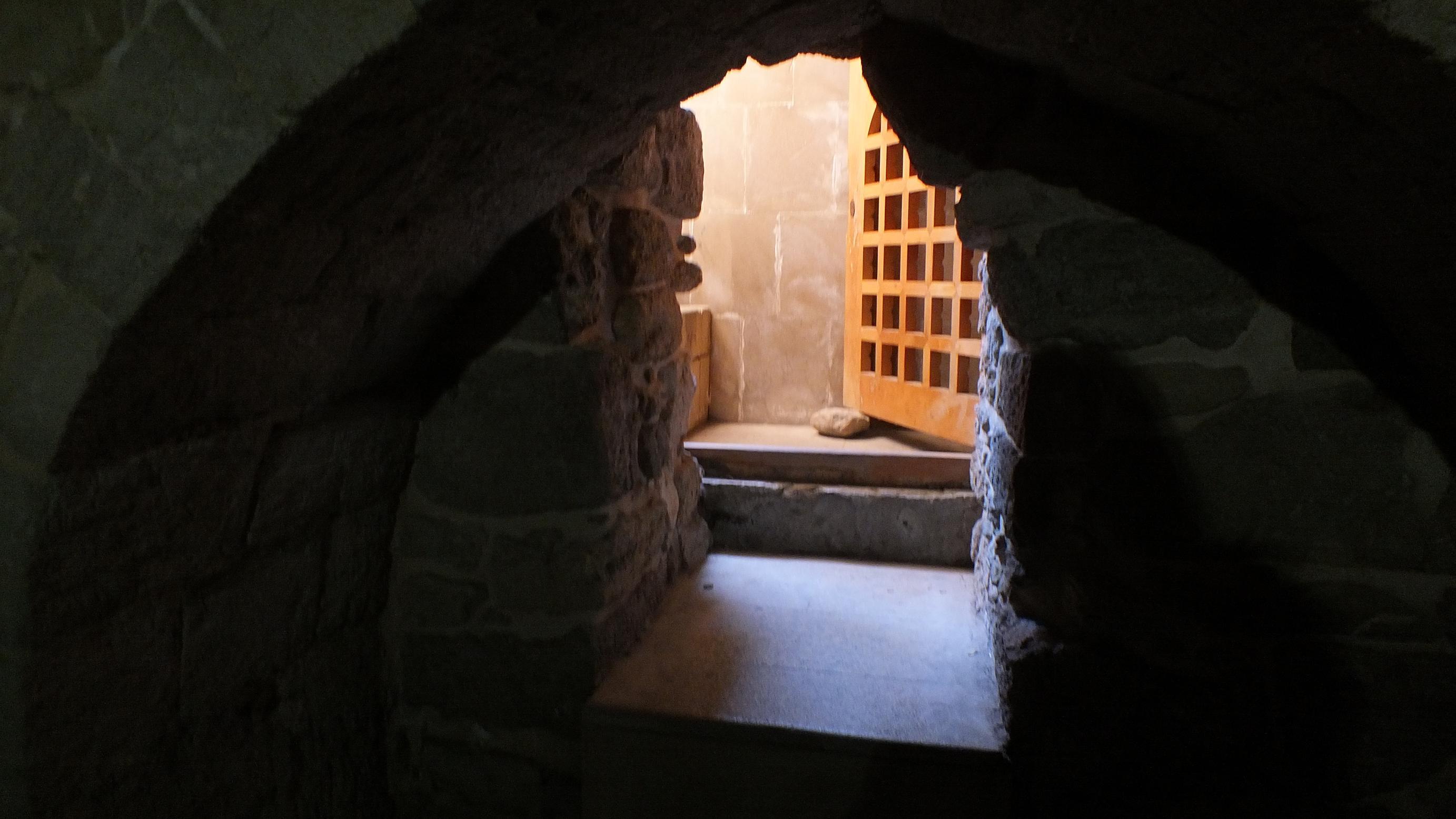 Гробница во дворце ШирванШахов