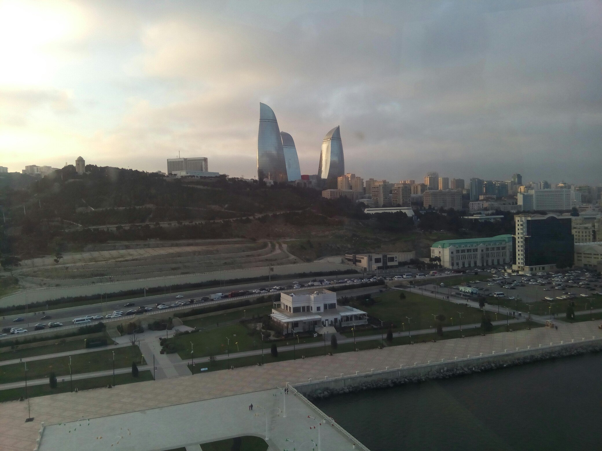 Вид на Баку с колеса обозрения